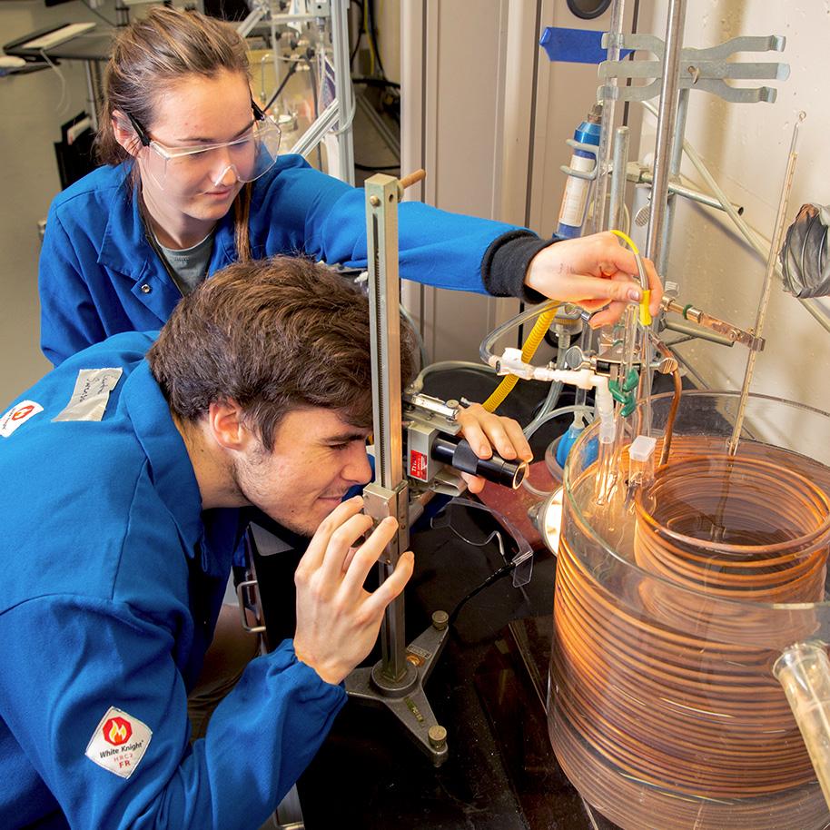 CBE undergrads in Schleckser Family Unit Operations Laboratory